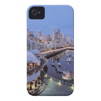 Oscuridad en el puerto de Bell en Seattle, Washing iPhone 4 Case-Mate Cárcasa