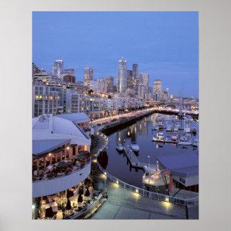 Oscuridad en el puerto de Bell en Seattle, Washing Póster