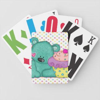 Oso azul lindo con la magdalena púrpura y rosada d baraja de cartas