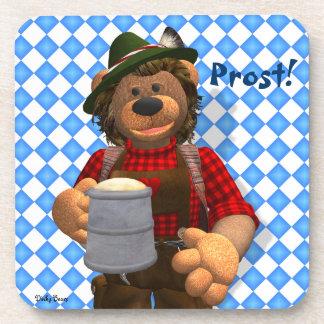 Oso bávaro de Oktoberfest de los osos pequeños Posavasos De Bebidas