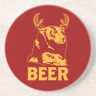 Oso + Ciervos = cerveza Posavasos Cerveza