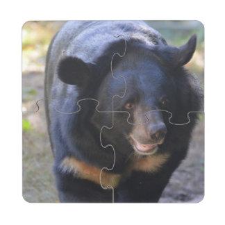 Oso con gafas negro posavasos de puzzle
