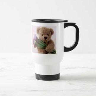 oso con la taza de café del viajero del viaje de l