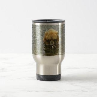 Oso de Brown en agua Taza De Café