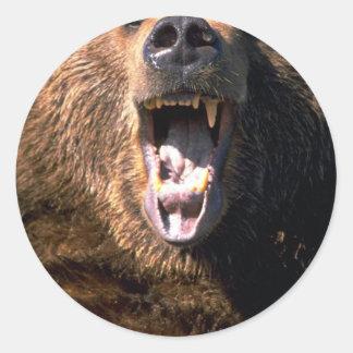 Oso de Brown que muestra los dientes Etiqueta