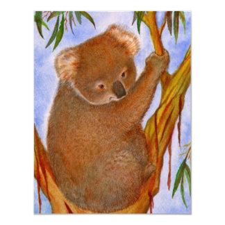 Oso de koala dulce en una invitación del