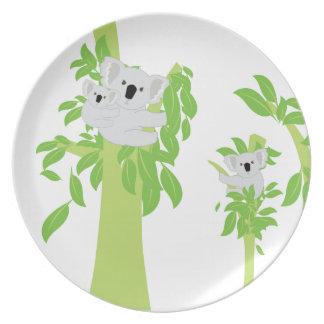 Oso de koala lindo platos de comidas
