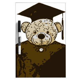 Oso de la graduación pizarra blanca