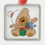 Oso de las felices Navidad con los presentes Ornamente De Reyes