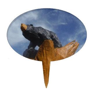Oso de madera del negro/de Brown con el cielo azul Figuras Para Tartas