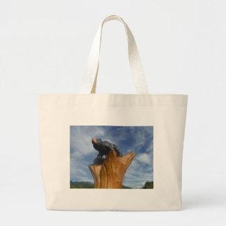 Oso de madera del negro/de Brown con el cielo azul Bolsas Lienzo