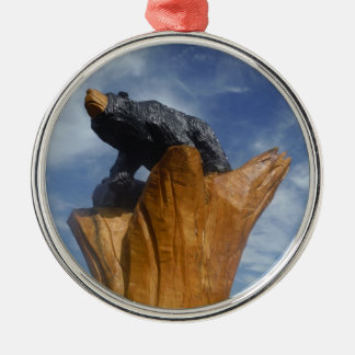 Oso de madera del negro/de Brown con el cielo azul Ornamento Para Arbol De Navidad