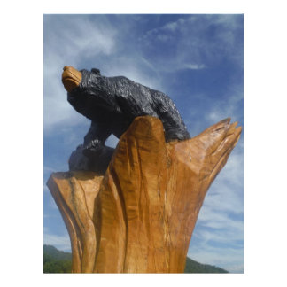 Oso de madera del negro/de Brown con el cielo azul Membrete