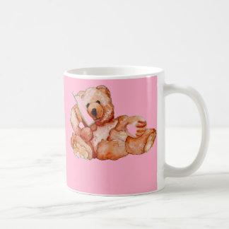 Oso de miel que habla en púrpura del rosa del oso taza