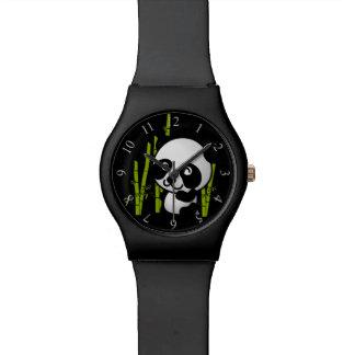 Oso de panda blanco y negro lindo en una arboleda relojes de mano