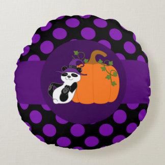 Oso de panda con la calabaza y los puntos púrpuras cojín redondo