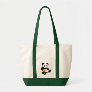 Oso de panda con la linterna bolsa