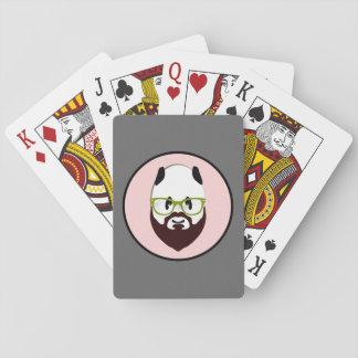 Oso de panda con una barba baraja de póquer