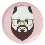 Oso de panda con una barba platos