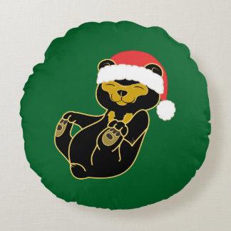 Oso de panda del navidad con el gorra rojo de cojín redondo