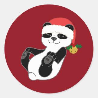 Oso de panda del navidad con el gorra y Jingle Pegatina Redonda