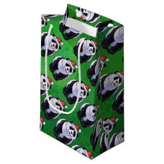 Oso de panda en el gorra de Santa en verde Bolsa De Regalo Pequeña