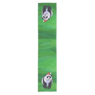 Oso de panda en el gorra de Santa en verde Camino De Mesa Corto