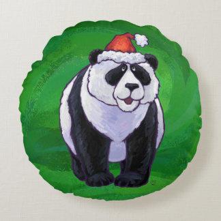 Oso de panda en el gorra de Santa en verde Cojín Redondo