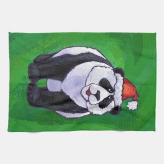 Oso de panda en el gorra de Santa en verde Toallas De Mano