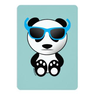 """Oso de panda fresco y lindo con las gafas de sol invitación 5"""" x 7"""""""