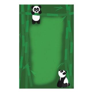 Oso de panda inmóvil papeleria de diseño