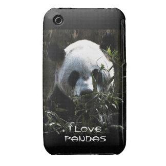 Oso de panda lindo con las hojas de bambú sabrosas Case-Mate iPhone 3 protectores