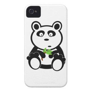 Oso de panda lindo que come las hojas del bambú iPhone 4 coberturas