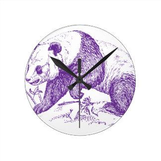 Oso de panda púrpura reloj redondo mediano
