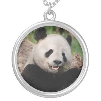 Oso de panda sonriente colgante