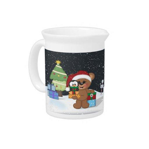 Oso de peluche, árbol de navidad, escena linda de  jarra para bebida