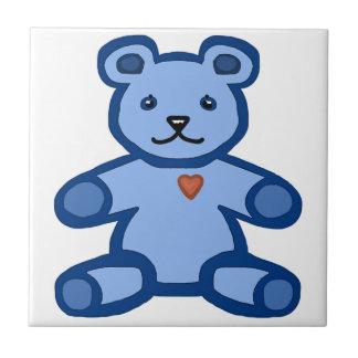 Oso de peluche azul con el corazón del amor azulejo cuadrado pequeño