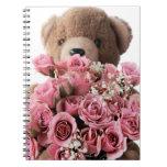 oso de peluche con el cuaderno de los rosas