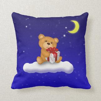 Oso de peluche con el regalo - almohada
