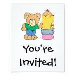 oso de peluche lindo de la escuela con el lápiz invitación personalizada