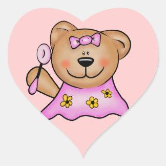 Oso de peluche lindo de la niña en rosa pegatina en forma de corazón