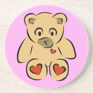 Oso de peluche marrón de los corazones animados posavasos diseño