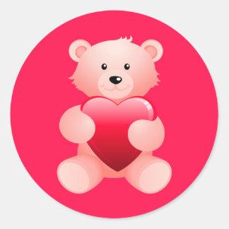 Oso de peluche que lleva a cabo un corazón pegatinas redondas