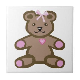 Oso de peluche rosado con el corazón del amor azulejo cuadrado pequeño