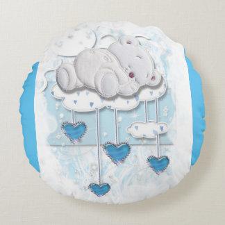 Oso del bebé que duerme en una nube con los cojín redondo