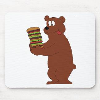 Oso del dibujo animado con la hamburguesa enorme alfombrilla de ratones