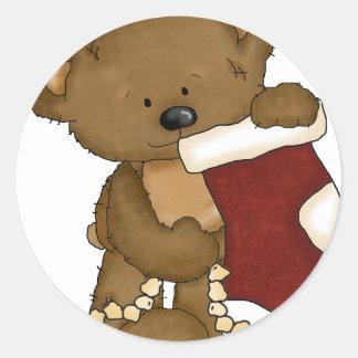 oso del navidad con la media etiqueta redonda