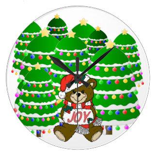 Oso del navidad con la muestra y ChristmasTrees de Reloj Redondo Grande