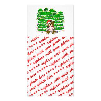 Oso del navidad con la muestra y ChristmasTrees de Tarjeta Personal