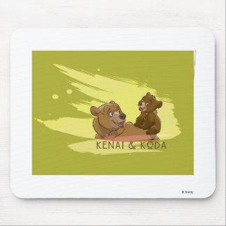 Oso Disney sonriente de Kenai y de Koda Brother Tapete De Raton